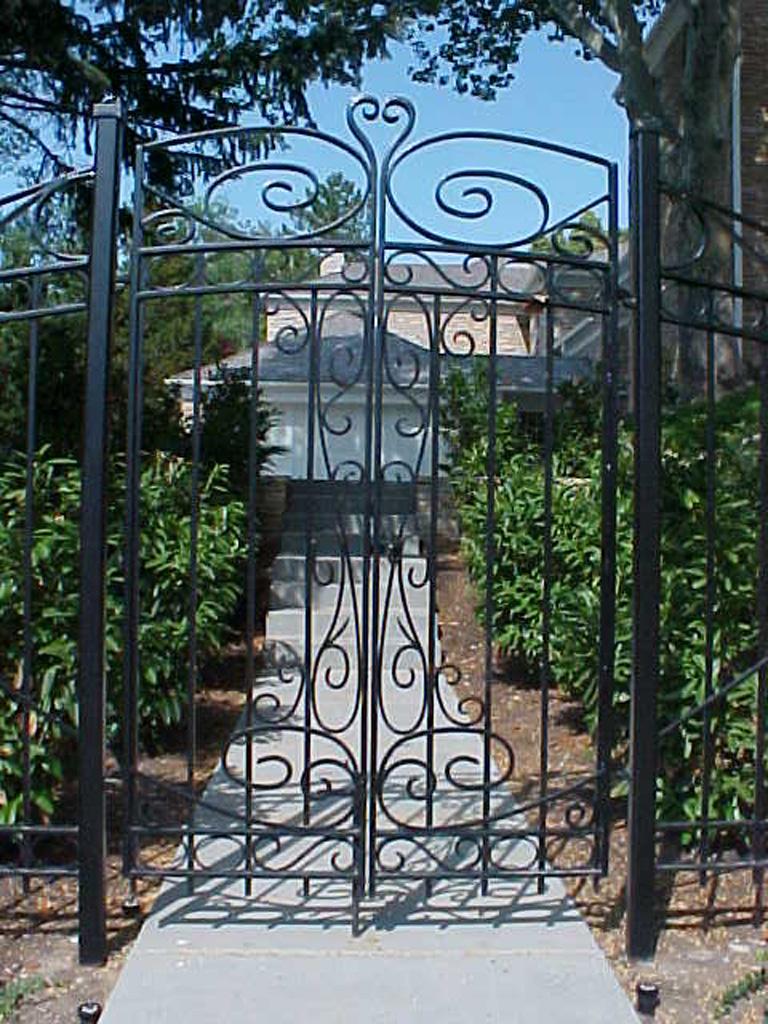 iron-anvil-gates-by-others-man-scroll-near-university-of-utah-1