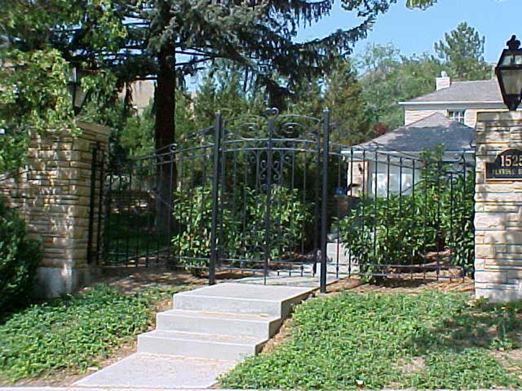 iron-anvil-gates-by-others-man-scroll-near-university-of-utah-2
