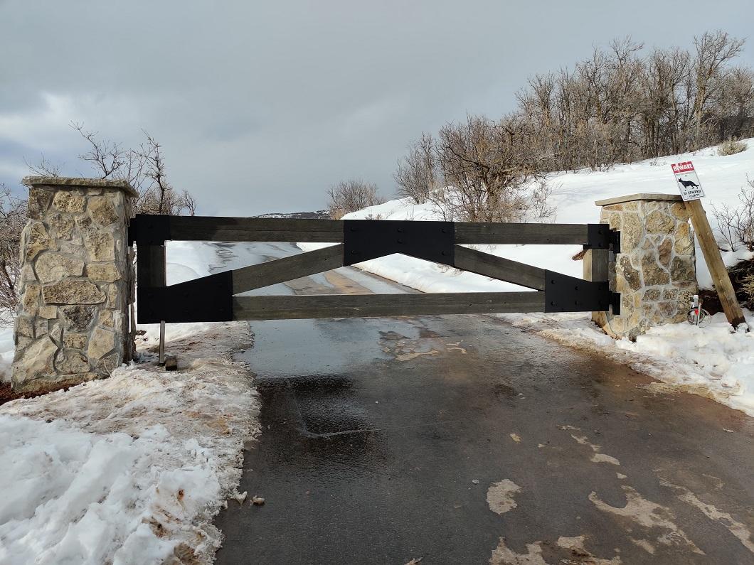 60-1101-Iron-Anvil-Gates-Driveway-Flat-PRICE-28763-JEIFNNER-PATTON-WOOD-STEEL-GATE-JEREMY-RANCY-10
