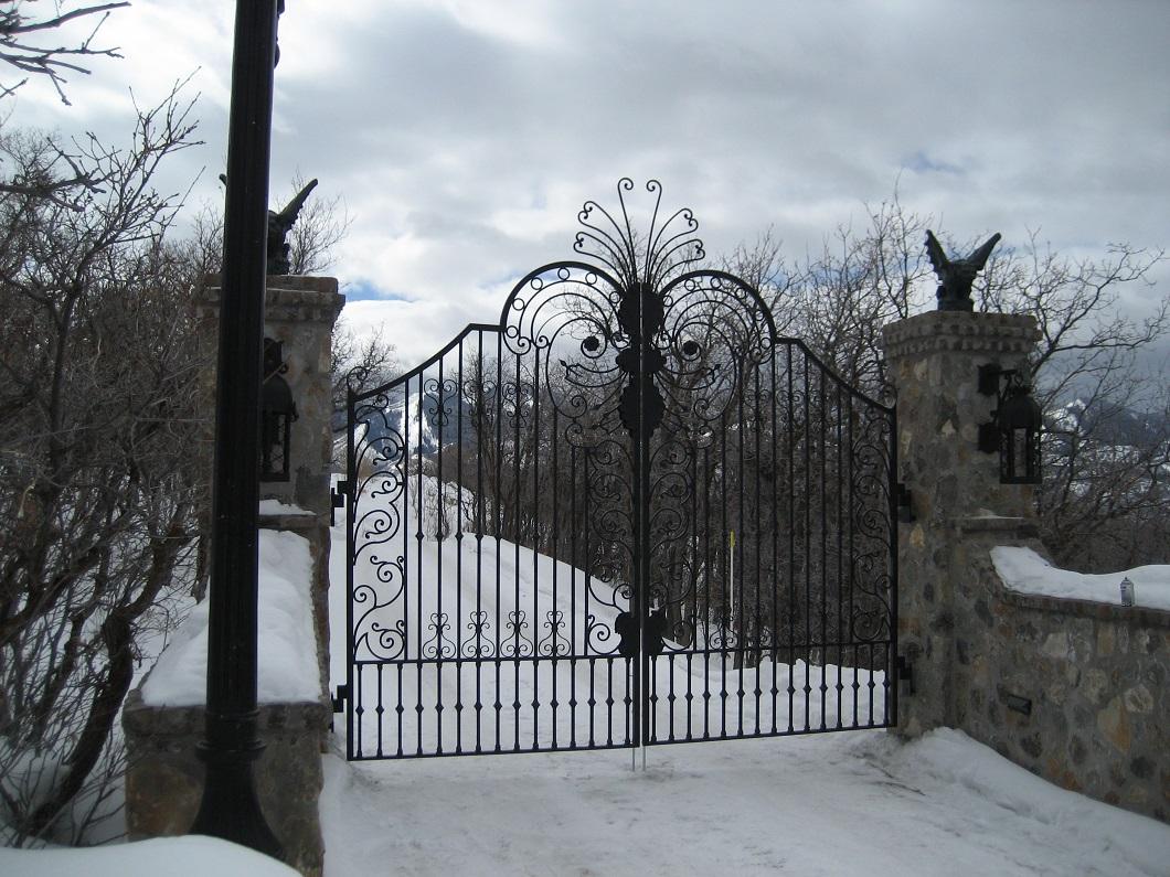 60-2180-Iron-Anvil-Gates-Driveway-Arch-CARLSON-16554-JEREMY-RANCH-1-1