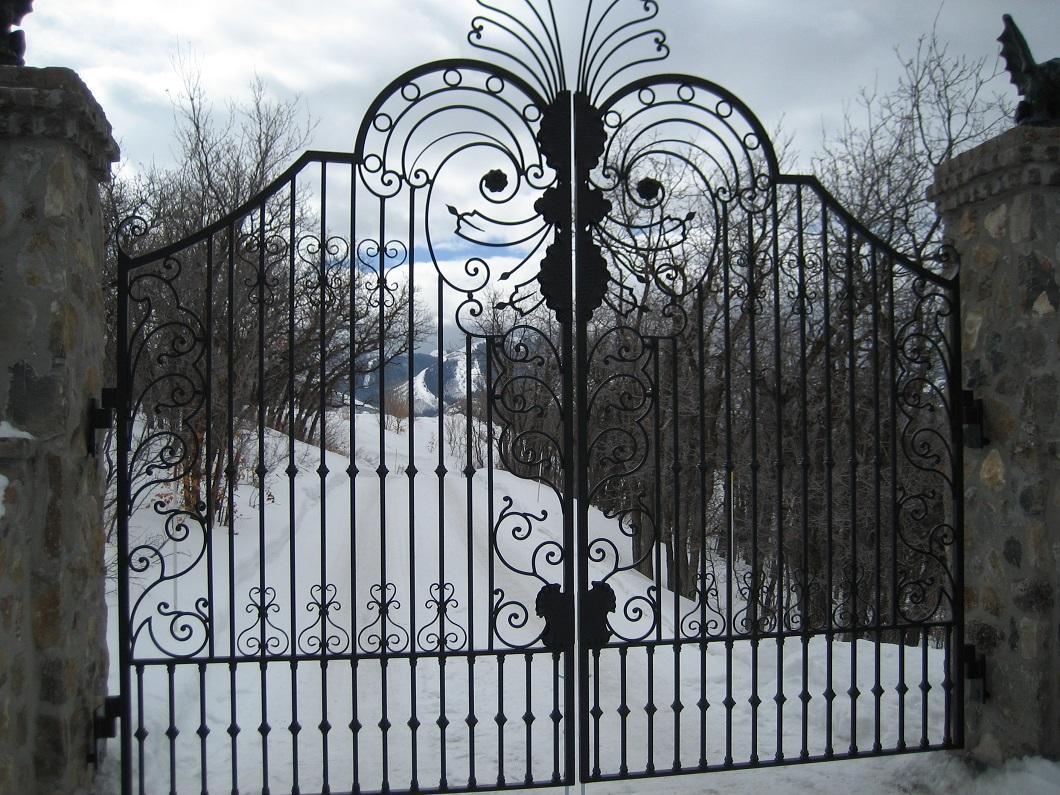 60-2180-Iron-Anvil-Gates-Driveway-Arch-CARLSON-16554-JEREMY-RANCH-22