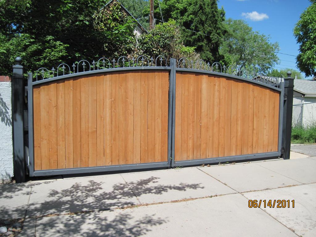 iron-anvil-gates-driveway-arch-barker-wood-insert-1