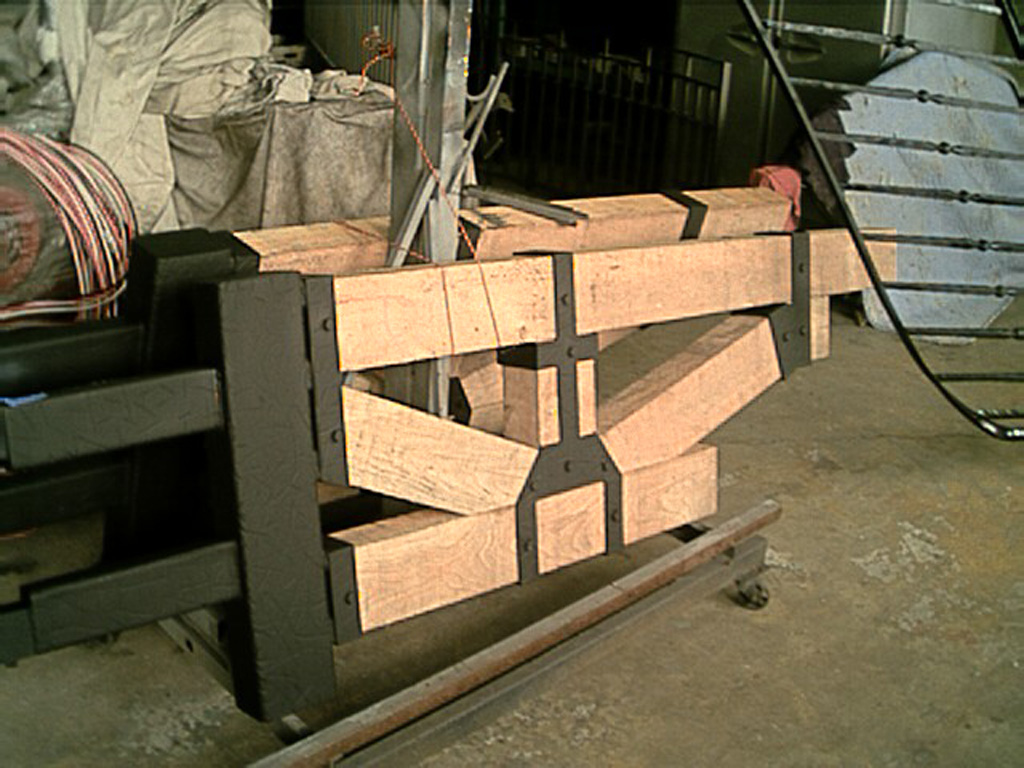 iron-anvil-gates-driveway-flat-inklyne-wood-s-at-the-colony-wood-3