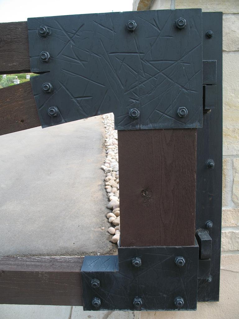 iron-anvil-gates-driveway-flat-prows-wood-with-steel-brackets-bountiful-2