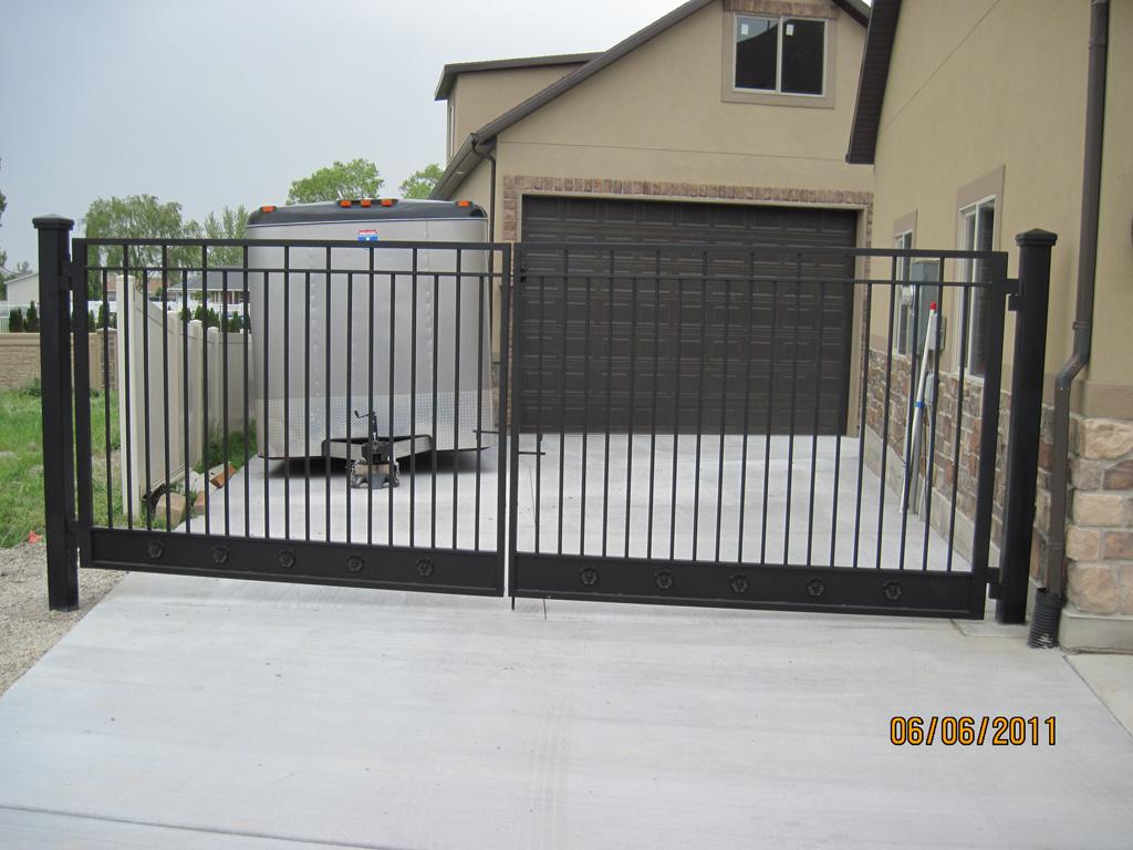 iron-anvil-gates-driveway-flat-richardson-const-riverton-1