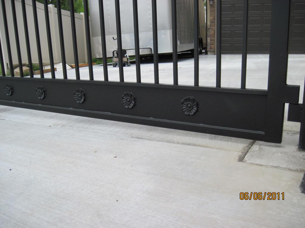 iron-anvil-gates-driveway-flat-richardson-const-riverton-2