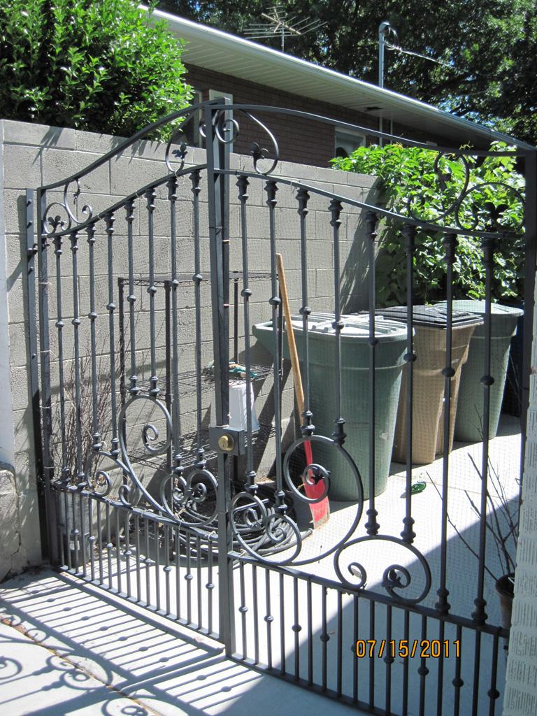 iron-anvil-gates-driveway-french-curve-01