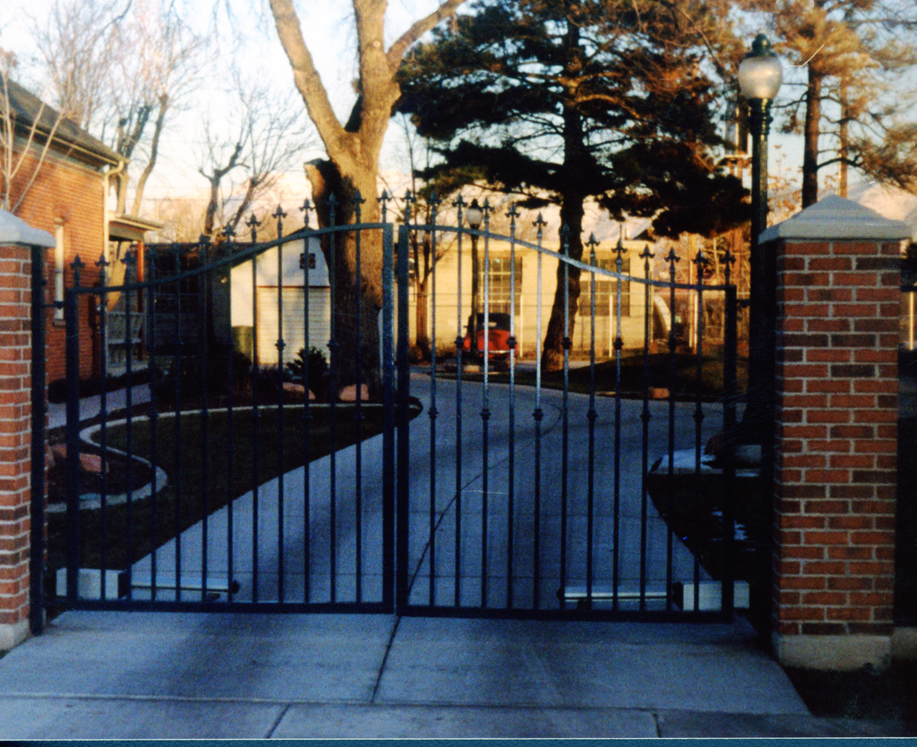 iron-anvil-gates-driveway-french-curve-6