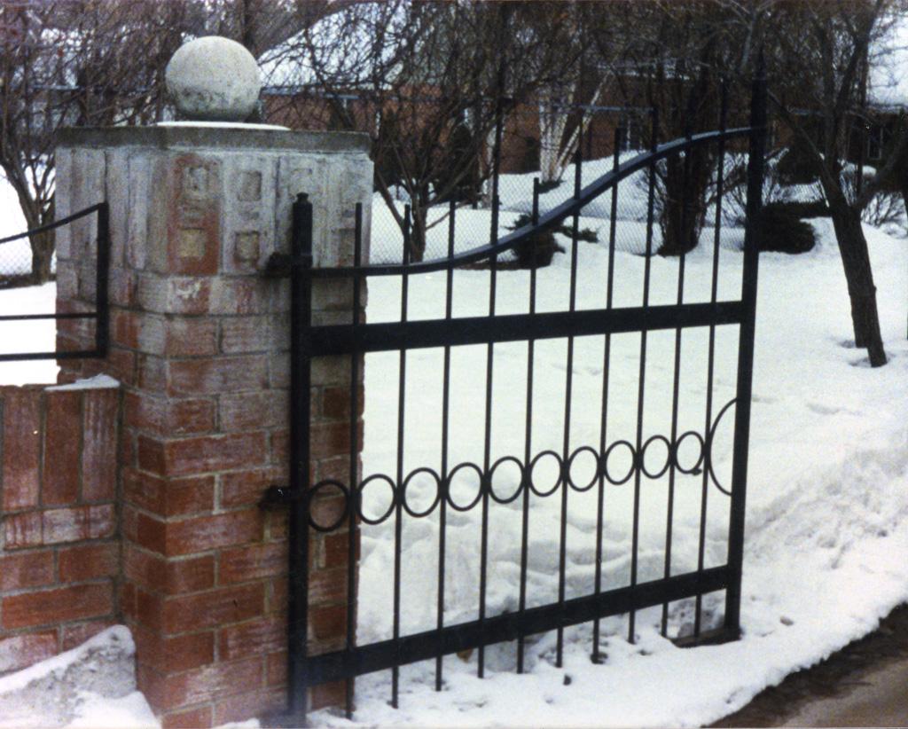 iron-anvil-gates-driveway-french-curve-8