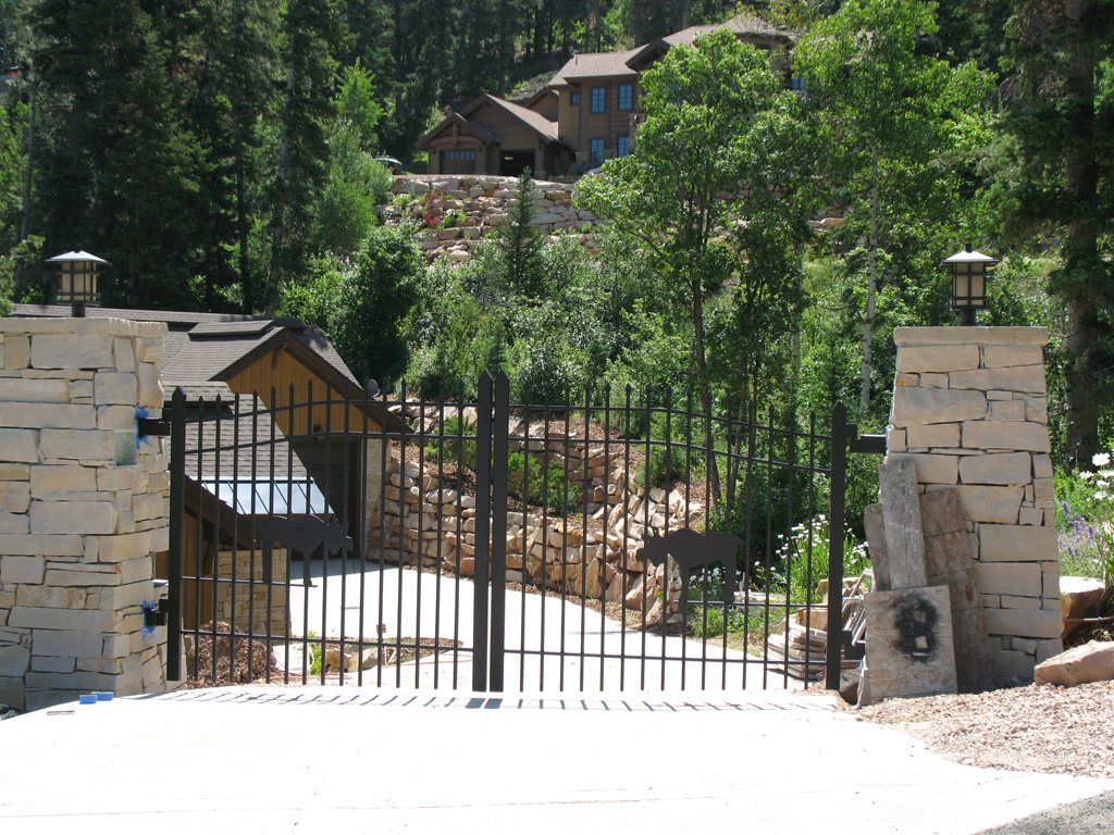 iron-anvil-gates-driveway-french-curve-scott-smith-park-city-with-moose-job-14268-2