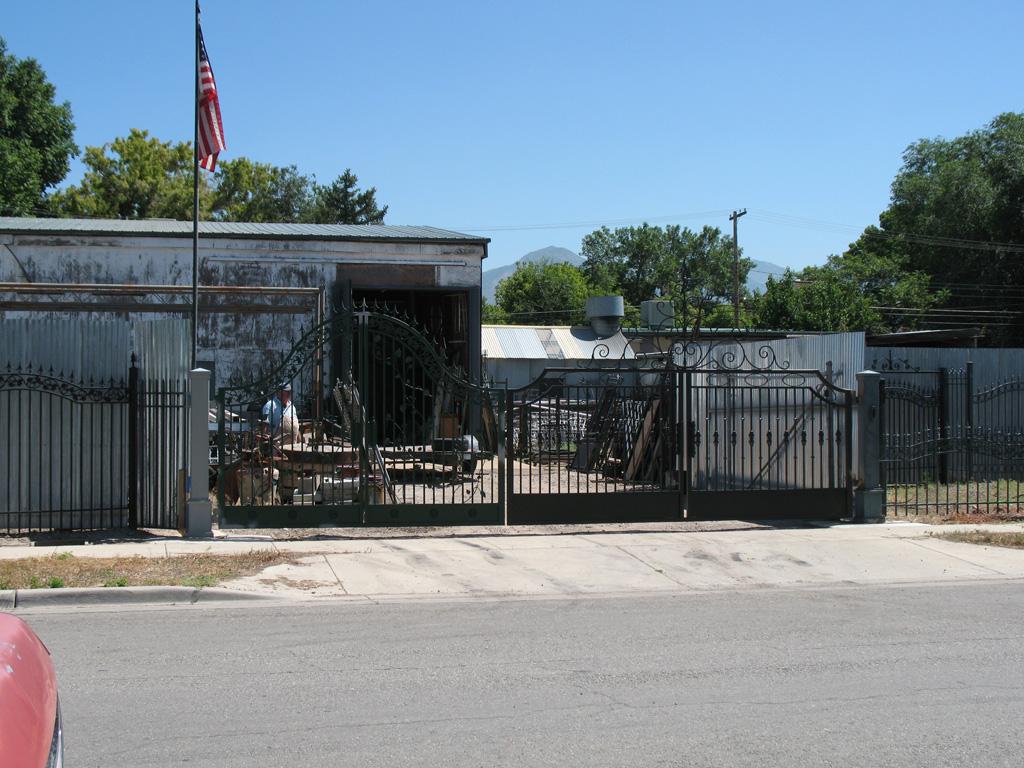 iron-anvil-gates-driveway-french-curve-shop