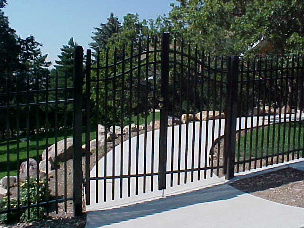 iron-anvil-gates-driveway-french-curve-wasatch-cove-2
