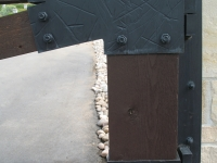 iron-anvil-gates-driveway-flat-prows-wood-with-steel-brackets-bountiful-2