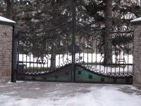 iron-anvil-gates-driveway-french-curve-safi-off-62oo-2