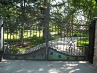iron-anvil-gates-driveway-french-curve-safi-off-62oo-3