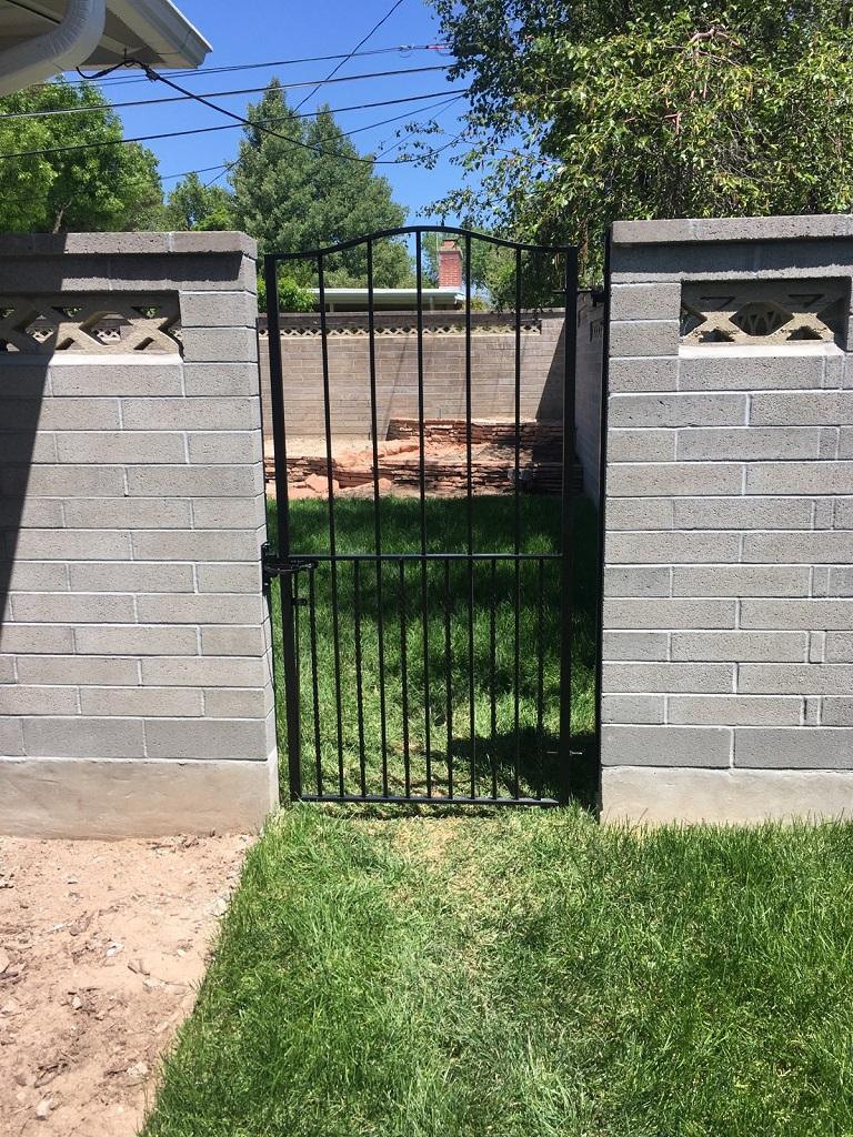 61-0051-Iron-Anvil-Gates-Man-Arch-Curry-gate-99-