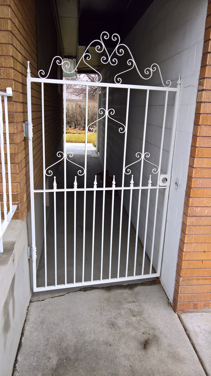 61-0112-Iron-Anvil-Gates-Man-Arch-ABOVE-BOARD-PROPERTY-GATE-REPAIR-20827-99-