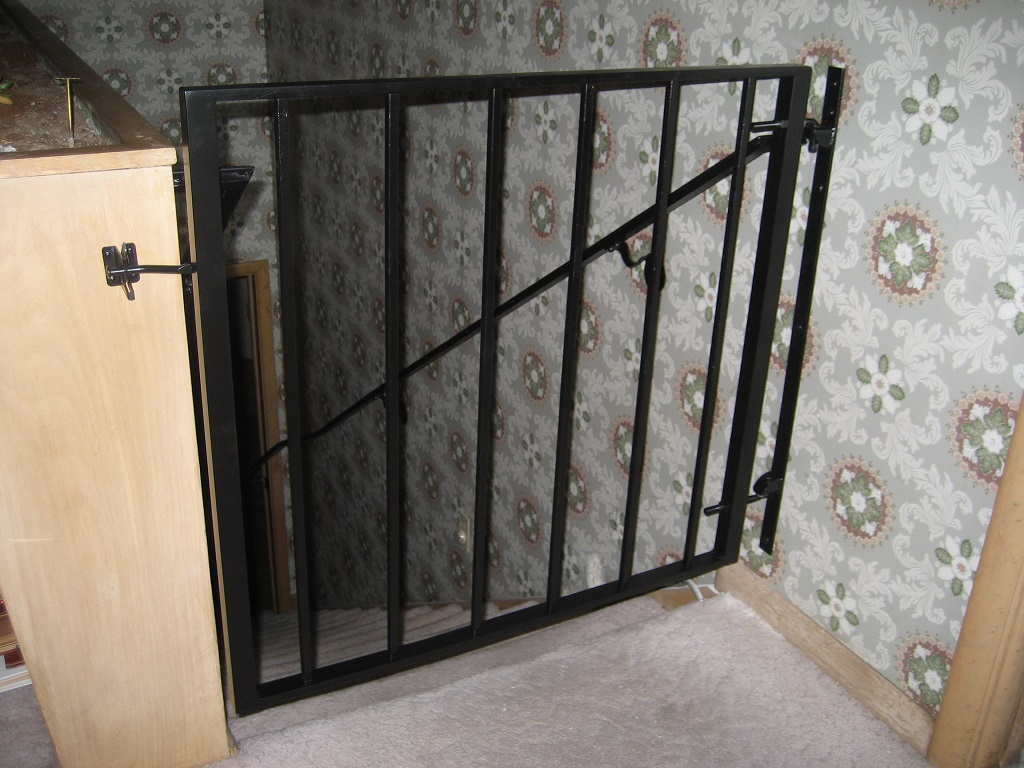 61-0132-Iron-Anvil-Gates-Man-Flat-LUCHS-18154-HAND-RAIL-GATE-AT-TOP-OF-STAIRS-99-1