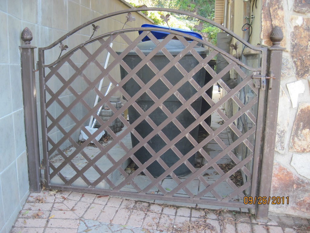 61-0215-Iron-Anvil-Gates-Man-Arch-OKLAND-17501-grid-or-lattice-fence-and-gate-99-