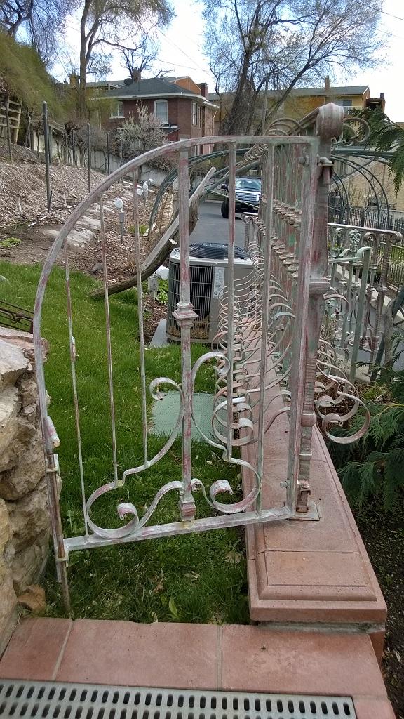 61-0873-Iron-Anvil-Gates-Man-Arch-KELLER-GATE-TO-BACK-YARD-99-