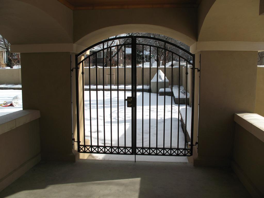 iron-anvil-gates-man-arch-01