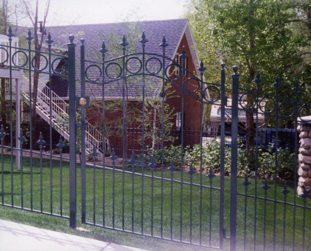 iron-anvil-gates-man-arch-1a