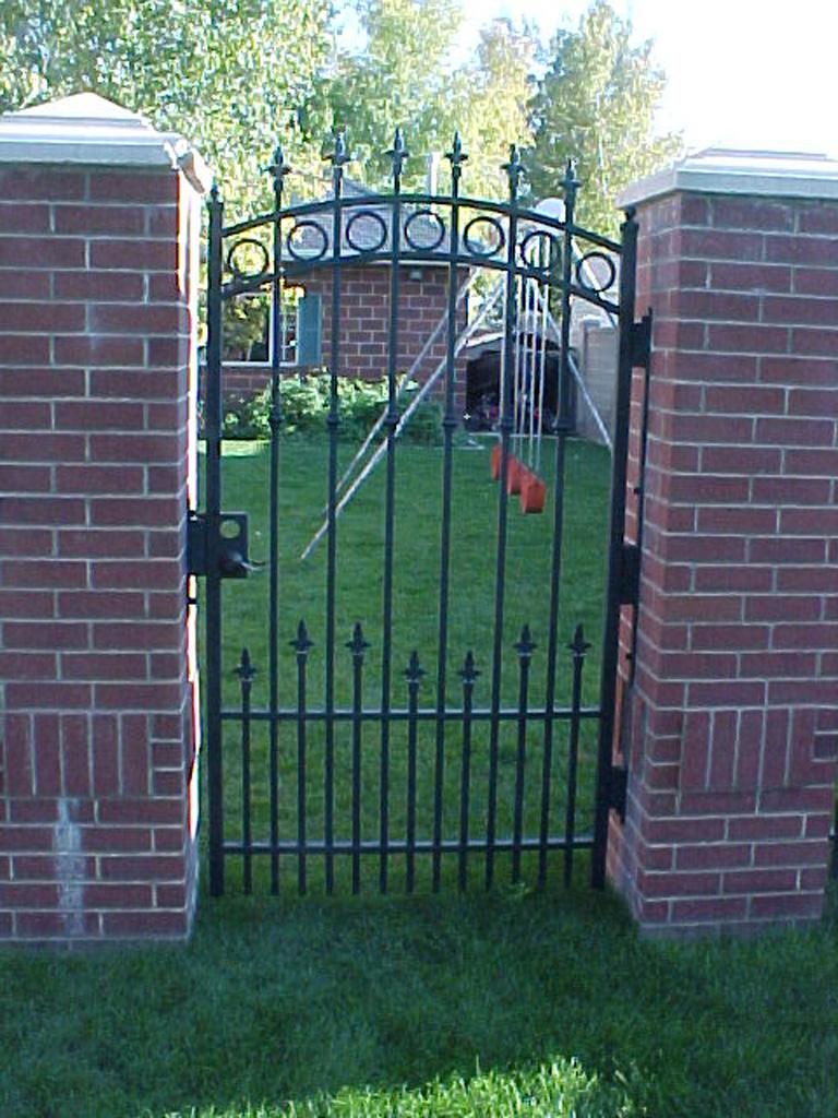 iron-anvil-gates-man-arch-barney-2