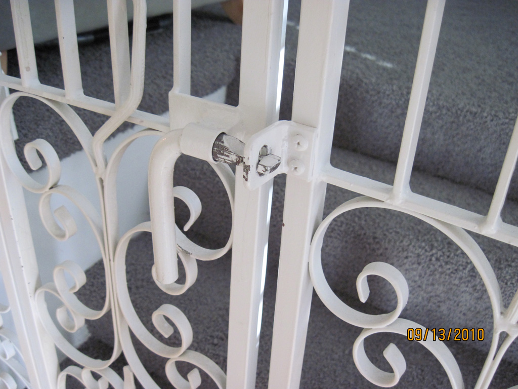 iron-anvil-gates-man-arch-gracie-15052-cat-gate-2