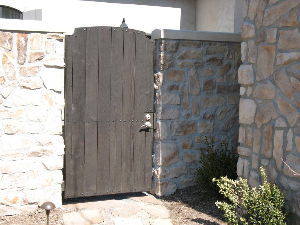iron-anvil-gates-man-arch-mortensen-in-alpine-with-cedar-wood-2