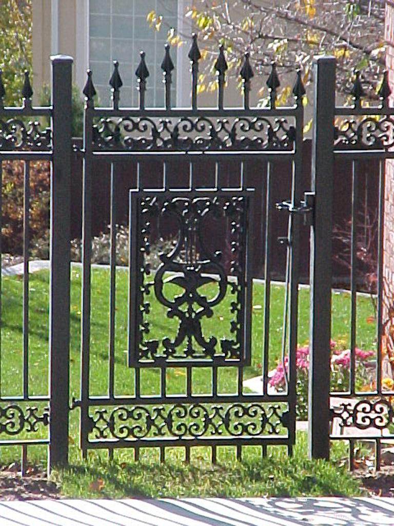 iron-anvil-gates-man-arch-nathan-ricks-entry-5