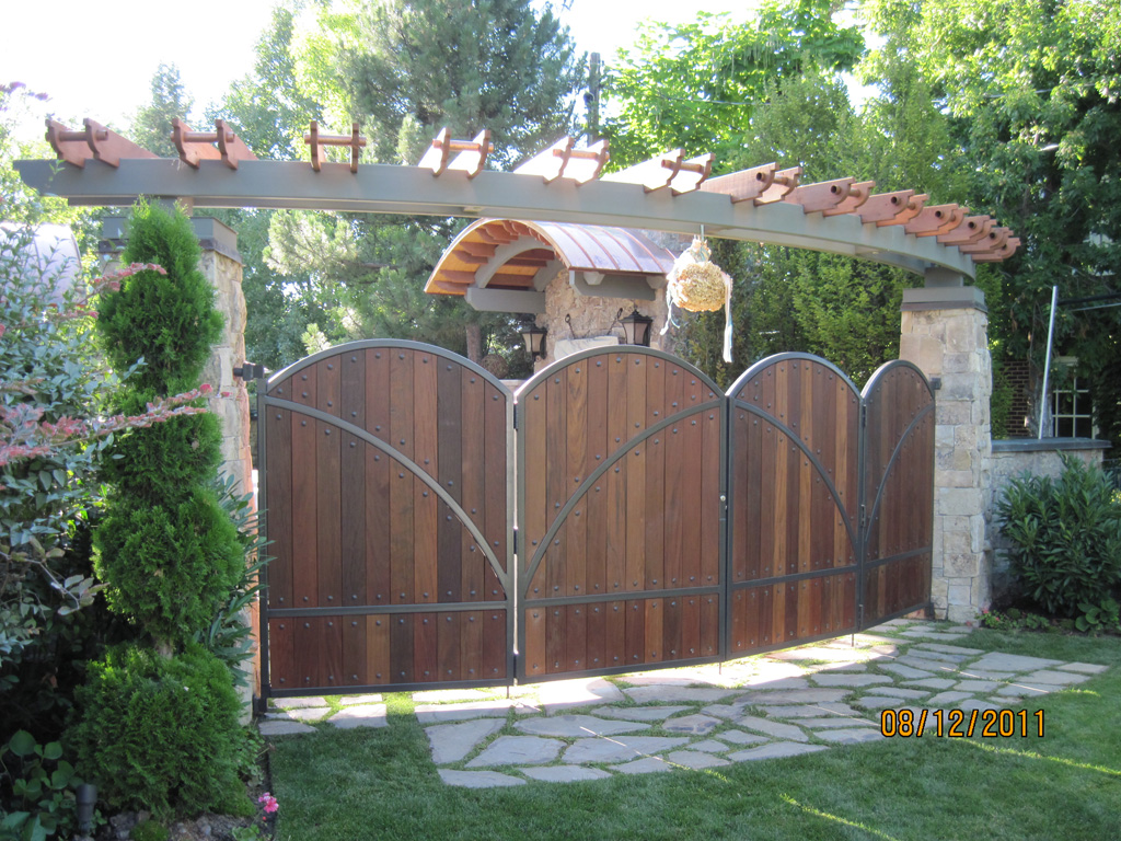 iron-anvil-gates-man-arch-wood-and-steel-richardson-14662-4