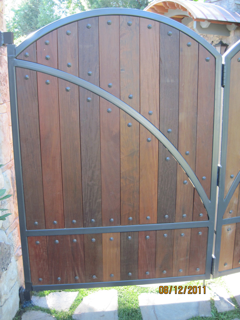 iron-anvil-gates-man-arch-wood-and-steel-richardson-14662-5