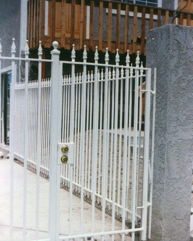 iron-anvil-gates-man-flat-3
