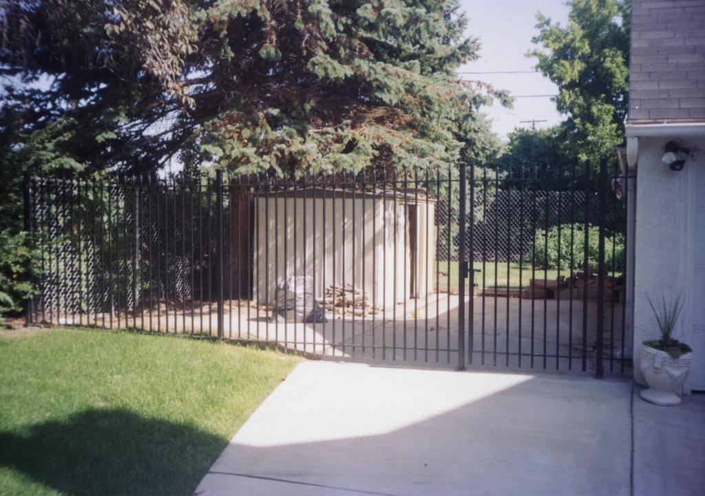 iron-anvil-gates-man-flat-7