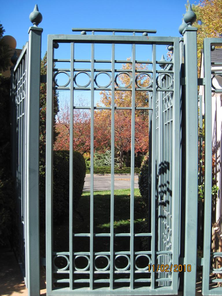 iron-anvil-gates-man-flat-tall-oaks-entry