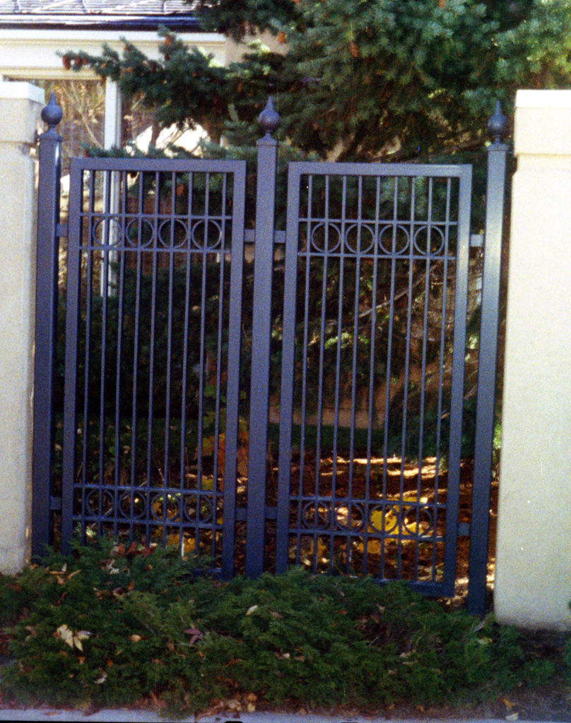 iron-anvil-gates-man-flat-watts