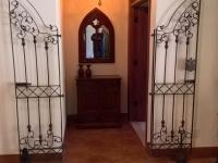 61-0871-Iron-Anvil-Gates-Man-Arch-TAMMY-RODGERS-GATE-BATHROOM-1-299