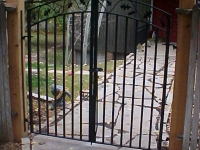 iron-anvil-gates-man-arch-double-summit-with-oak-leaf-2