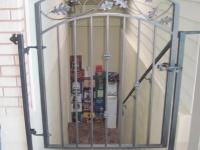 iron-anvil-gates-man-arch-la-brett-litster-15925-1