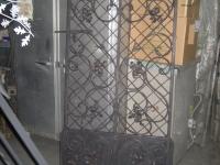 iron-anvil-gates-man-arch-scroll-with-grid-kick-panel