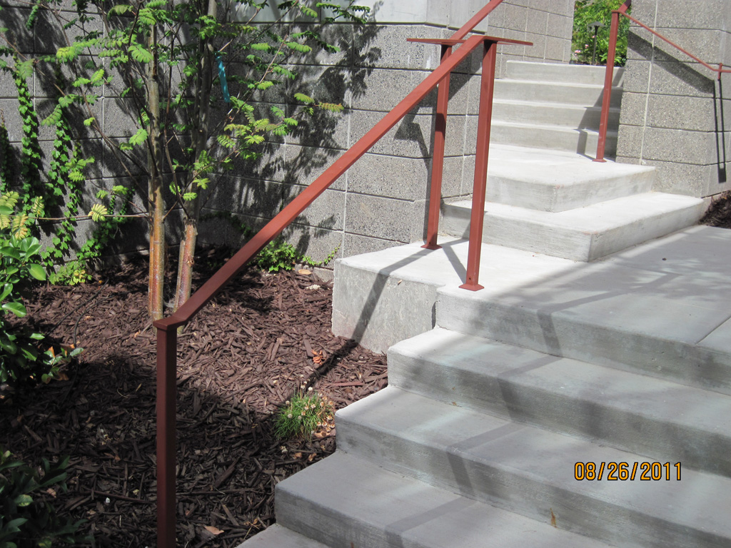 iron-anvil-handrails-post-mount-flat-bar-urban-2