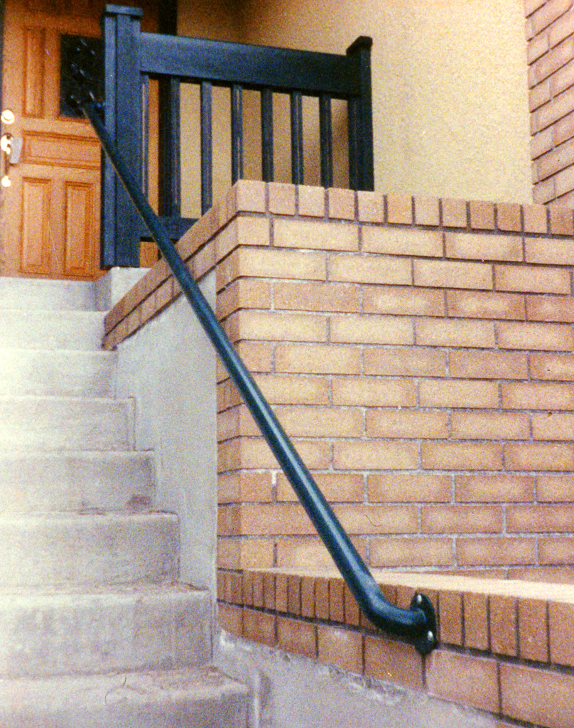 iron-anvil-handrails-wall-mount-pipe-03