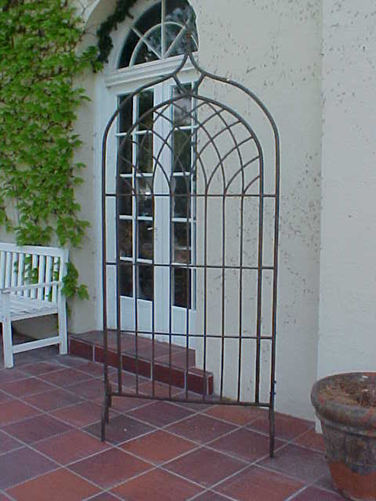 iron-anvil-other-items-arbors-trellis-pergolas-by-others-02