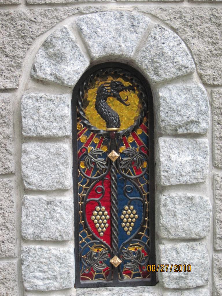 iron-anvil-other-items-gargoyles-holger-wall-5