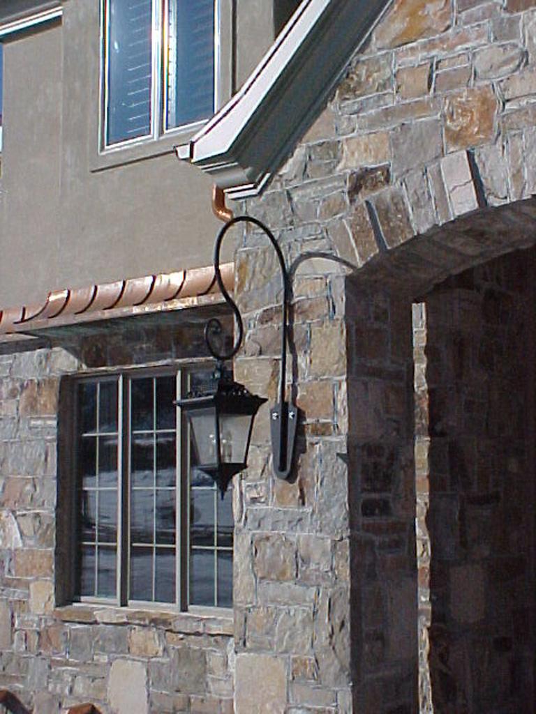 iron-anvil-other-items-lights-lamp-bracket-in-draper-2
