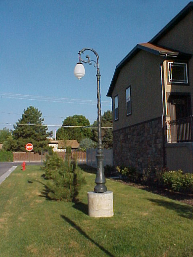 iron-anvil-other-items-lights-pole-at-milkyhollow-2