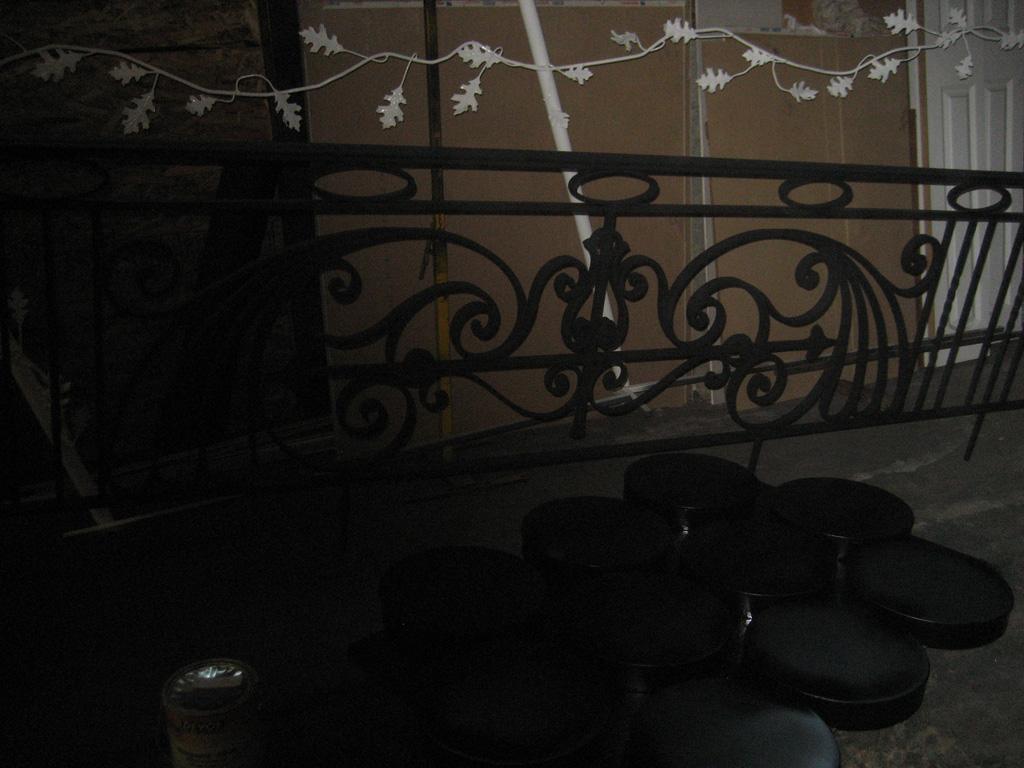 iron-anvil-railing-antiques-bennett-13463-harvard-rail-back-yard-1