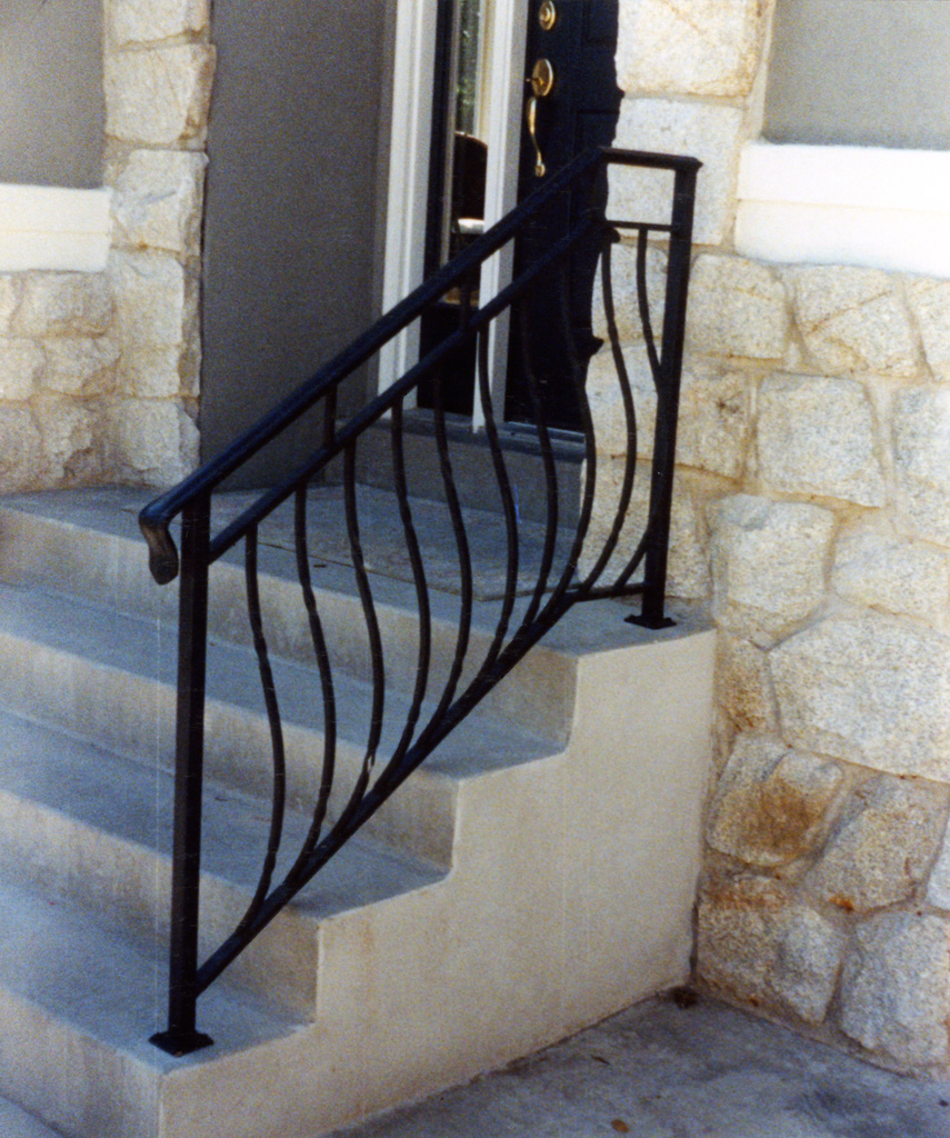 iron-anvil-railing-belly-rail-double-top-square-twist-2