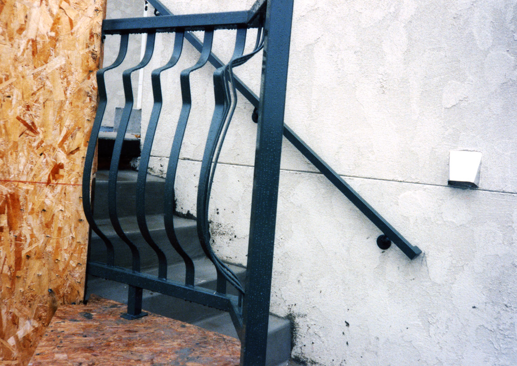 iron-anvil-railing-belly-rail-single-top-flat-bar-by-others-29-1031-6