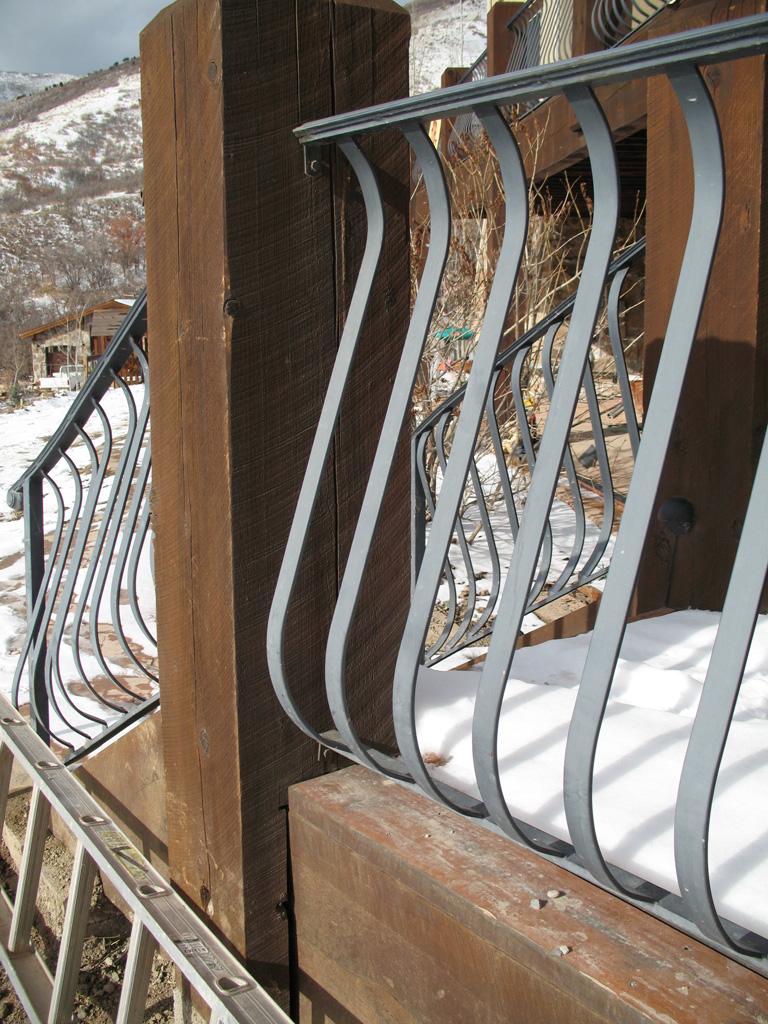 iron-anvil-railing-belly-rail-single-top-flat-bar-smolka-emigration
